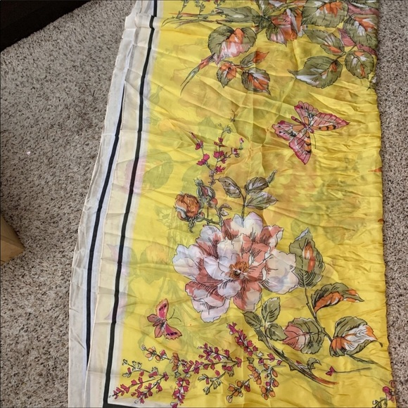 Vince Camuto Other - VINCE. CAMUTO.  SILK. SCARFS  FINE